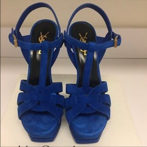 Beautiful blue suede. Extremely comfy 💙💙💙